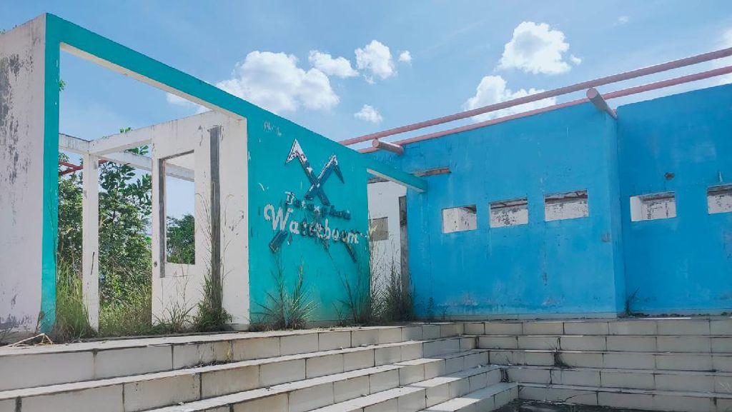 Waterboom Jambi Senilai Rp 23 M Terbengkalai, Kini Bak Bangunan Berhantu