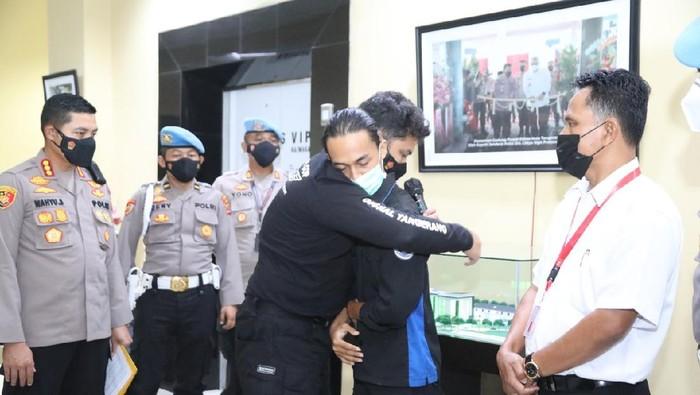 Konferensi pers insiden smackdown oleh oknum polisi kepada seorang mahasiswa saat unjuk rasa di depan Pemkab Tangerang (Dok istimewa)