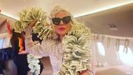 Tajir! Lady Gaga Pamer Foto Pakai Syal Uang