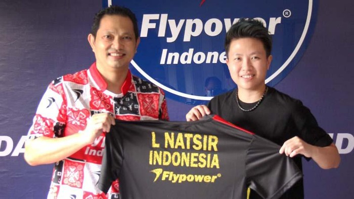 Legenda tunggal putra bulu tangkis Indonesia, Hariyanto Arbi, melakukan gebrakan untuk bisnis Flypower miliknya. Ia gandeng Liliyana Natsir sebagai duta produk.