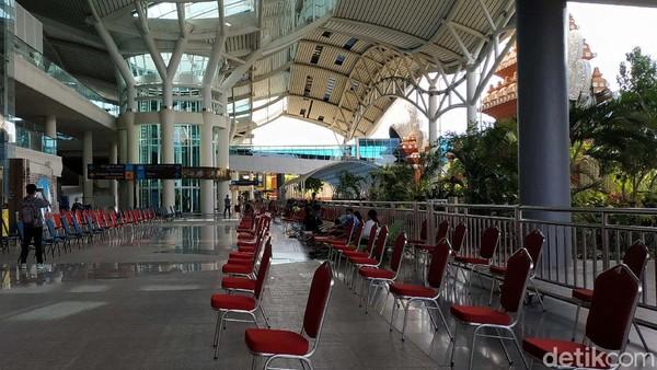 Namun berdasarkan pantauan detikTravel, pintu kedatangan internasional bandara satu-satunya di Bali ini nampak sepi dari wisatawan mancanegara (Wisman).