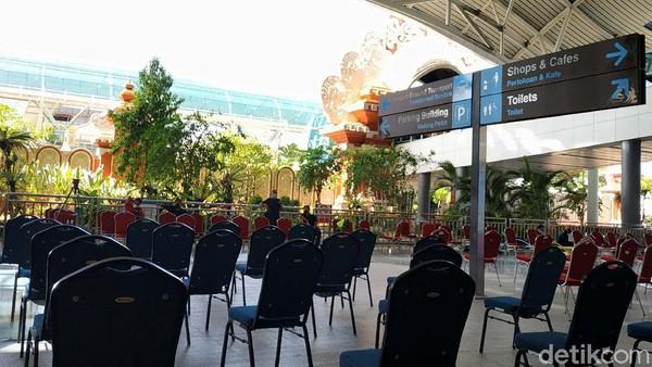 Bali sendiri menargetkan ada kunjungan wisatawan mancanegara (Wisman) sebanyak 1.000 hingga 1.500 orang per hari saat pintu penerbangan internasional melalui Bandar Udara Ngurah Rai dibuka.