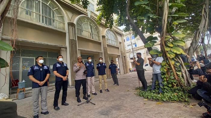 Polisi gerebek kantor collector pinjol di Green Lake City, Tangerang
