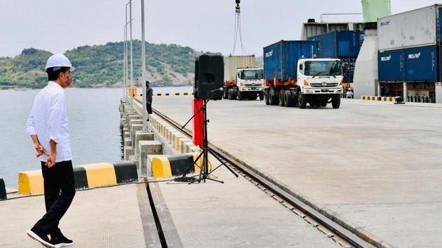 Presiden Joko Widodo Saat Peresmian Penggabungan Pelindo dan Terminal Multipurpose Wae Kelambu Pelabuhan Labuan Bajo. ((Biro Pers Sekretariat Presiden/Laily Rachev)