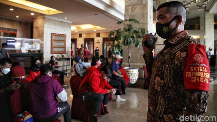 Puluhan atlet PON Kontingen Jakarta dikarantina usai kembali dari gelaran PON XX Papua. Para atlet tersebut dikarantina di salah satu hotel di kawasan ibu kota.