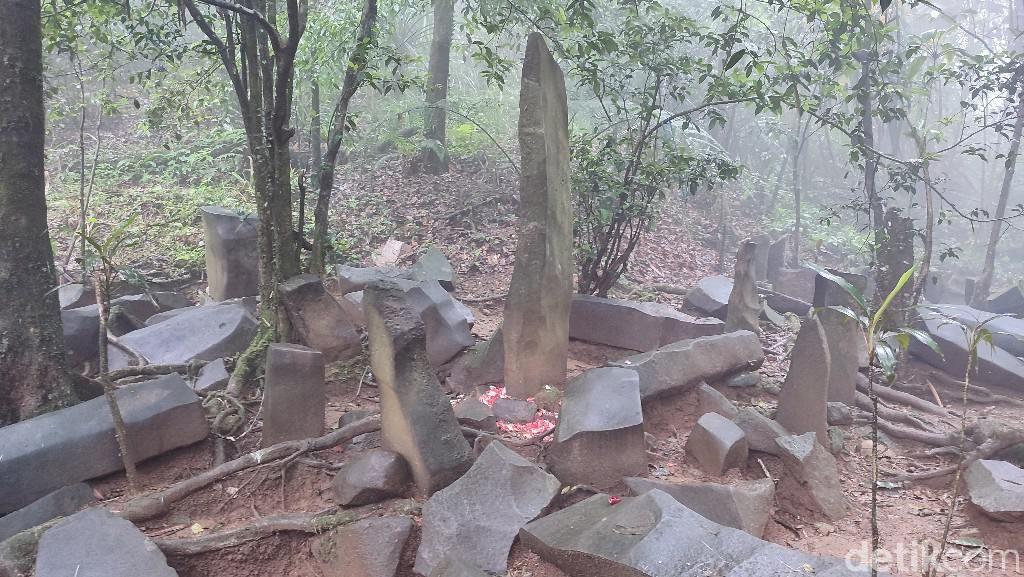 Misterius! Situs Batu Panjang di Ciamis