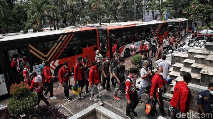Ratusan atlet PON Papua kontingen Jakarta tiba akan menjalani karantina usai pulang dari Papua. Mereka akan dikarantina di hotel yang berada di kawasan Jakarta.