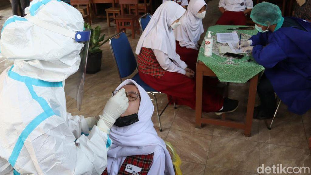 Antisipasi Klaster Sekolah, Pelajar di Kota Bandung Jalani Tes PCR