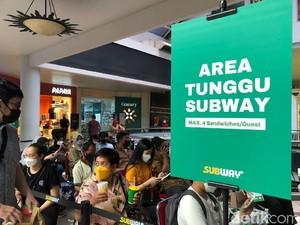 Rela Antre Berjam-jam Demi Bisa Menikmati Subway Indonesia