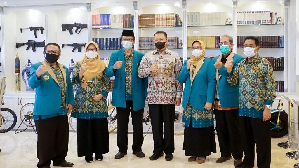 Tunjangan Guru Madrasah Cuma Rp 1 Juta/Bulan, Bamsoet: Sangat Ironis