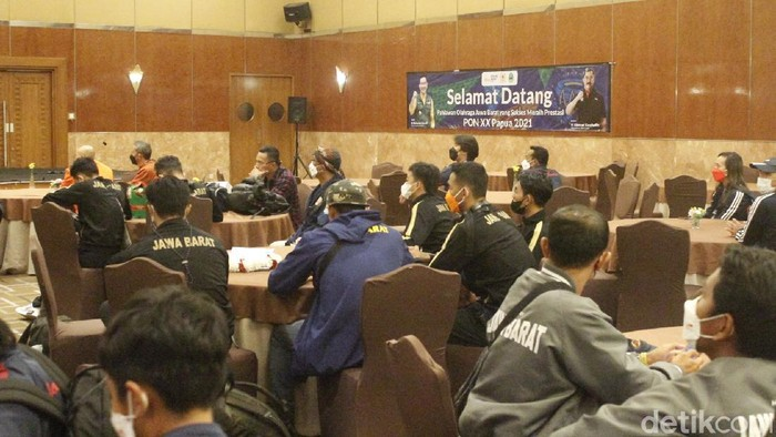 Kontingen Jawa Barat tiba di Bandung usai tampil di PON XX 2021 Papua.