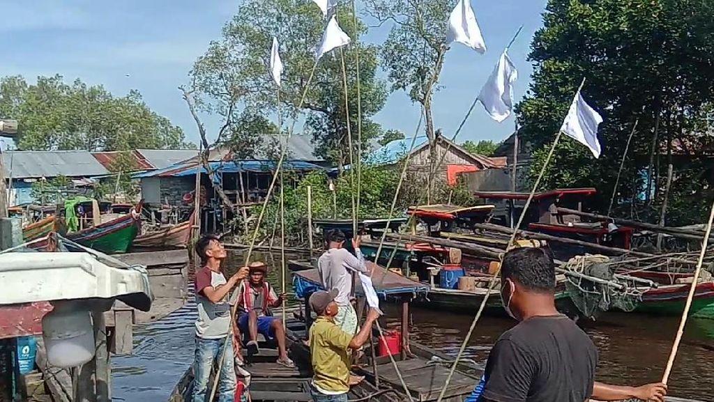BBM Langka, Nelayan di Sumut Kibarkan Bendera Putih Tak Bisa Melaut