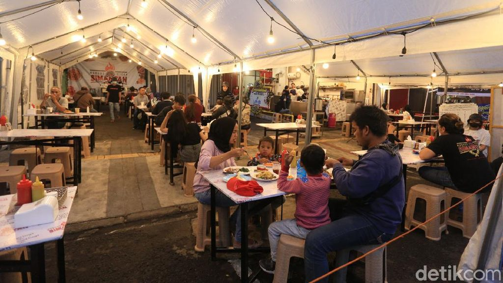 Wisata Kuliner Malam yang Seru di Jalan Lengkong Kecil Bandung