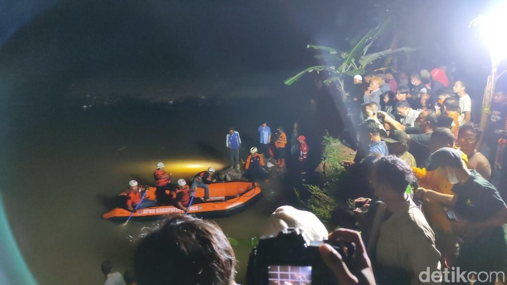 Evakuasi 11 Siswa MTs di Ciamis yang Tewas Tenggelam saat Susur Sungai