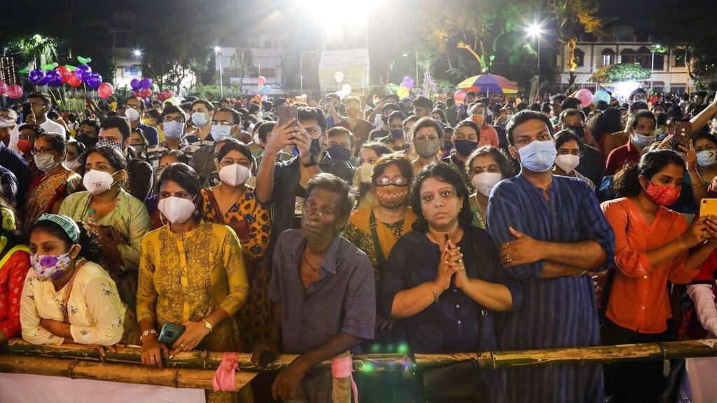 Nggak Ada Kapoknya Dihantam Tsunami COVID, India Bikin Kerumunan Lagi