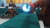 Madrasah Banjarnegara Operasikan Alat Pembasmi Virus Murah