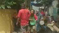 Sengketa Lahan, Emak-emak di Jakbar Usir Preman Pakai Panci-Perabot