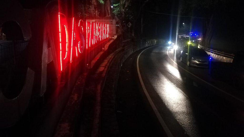 Malam Minggu, Jalur Cadas Pangeran Sumedang Macet Panjang
