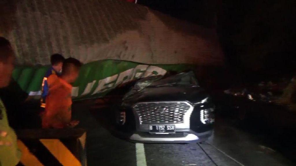 Kecelakaan Truk Timpa Minibus di Tol Cipularang, 1 Tewas dan 7 Terluka
