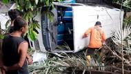 Minibus Angkut Peziarah Terguling di Karanganyar