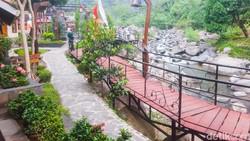 Pendopo Ciherang: Resto Viral di Sentul dengan Panorama Sungai yang Adem