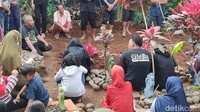 11 Siswa MTS di Ciamis yang Tewas Tenggelam Saat Susur Sungai Dimakamkan