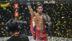 ONE Championship: Superbon Juara Perdana di Featherweight Kickboxing
