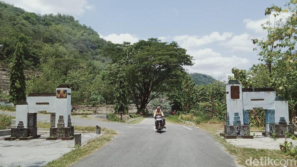 Melihat Tugu Tapal Batas Kasunanan Surakarta-Kasultanan Yogyakarta