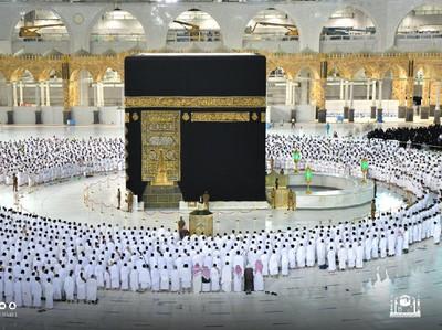 Arab Saudi Longgarkan Prokes, Salat di Masjidil Haram Bisa Rapat Lagi