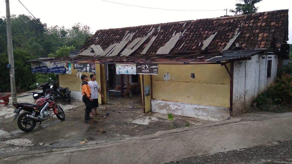 24 Rumah Rusak-Roboh Dampak Hujan Es Madiun, Kerugian Ditaksir Puluhan Juta Rupiah