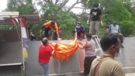 Mayat Wanita Berdaster Merah Ditemukan Mengambang di Kali Angke Tangerang