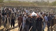 Potret Warga Ramai-ramai Makamkan Korban Bom Masjid Afghanistan
