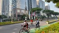 Minggu Pagi, Ramai Road Bikers Melintas di Kawasan Sudirman