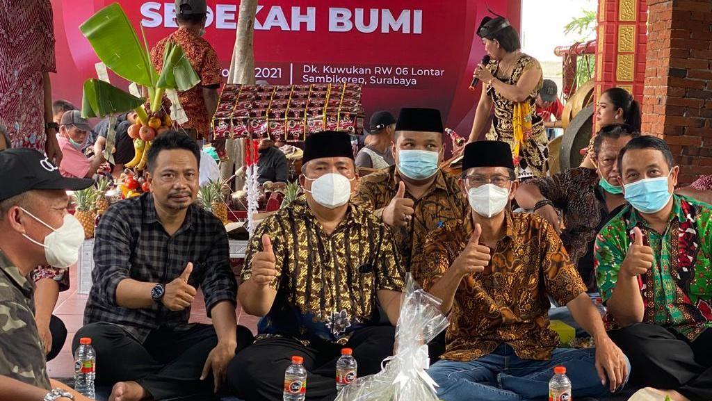 Sedekah Bumi, Ketua DPRD Surabaya Ajak Masyarakat Perkuat Gotong Royong