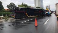 Ada Kecelakaan Bus, Lalin Tol Dalam Kota Jakarta Arah Tomang Macet