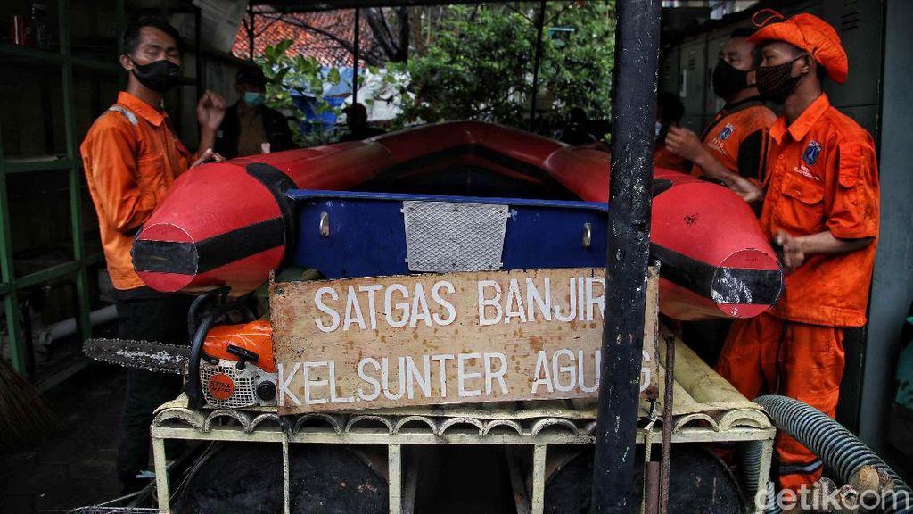 Perahu Karet dan Mesin Pompa Disiapkan dalam Simulasi Atasi Banjir Jakarta