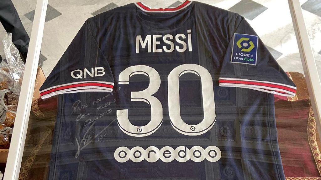 Paus Fransiskus Dapat Hadiah Jersey Messi dari Prancis