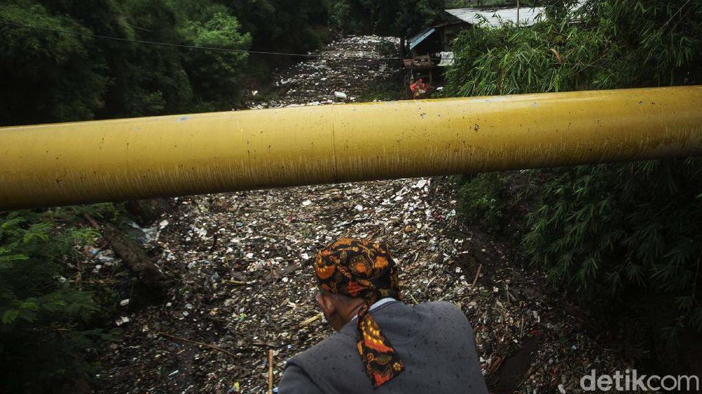 Sampah Kali Jambe Sudah Terbukti Bikin Banjir Permukiman Warga Sekitar