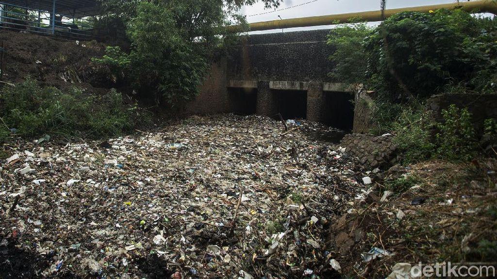 Sengkarut Sampah Kali Jambe: Bangunan Liar-Buang Sampah Sembarangan