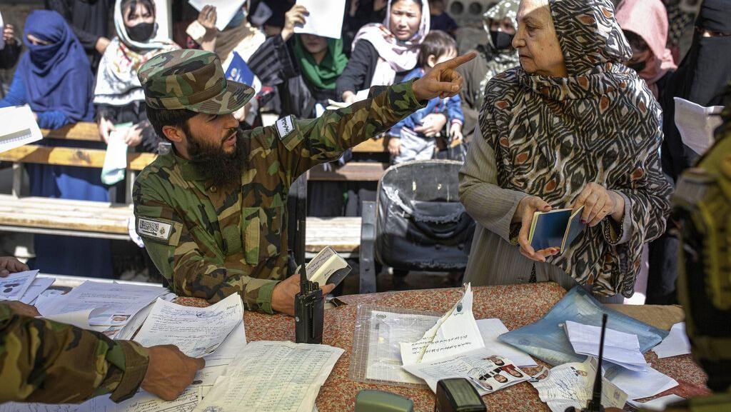 Begini Layanan Pembuatan Paspor yang Masih Dijaga Ketat Pejuang Taliban