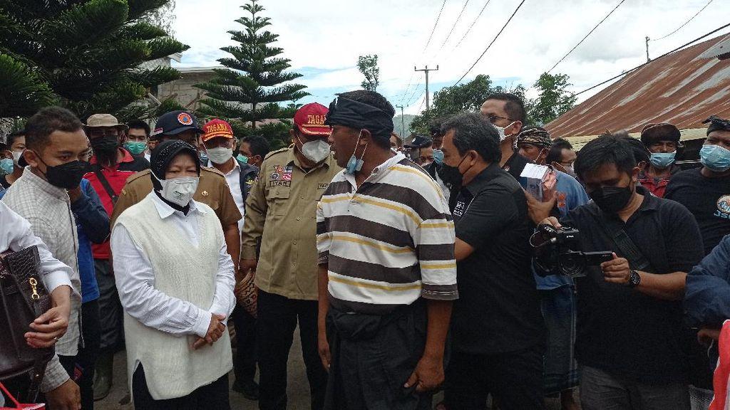 Mensos Risma Tinjau Lokasi Gempa Bali, Seberangi Danau untuk Beri Bantuan