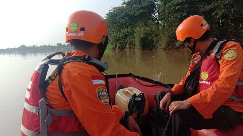 Perahu Dihantam Ombak Saat Mancing, Seorang Warga di Riau Hilang