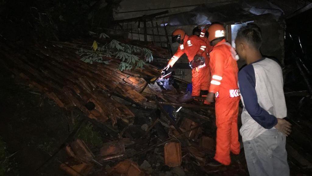 Longsor dan Banjir Bandang Terjang 3 Wilayah di Bandung Barat