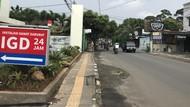 Tiang Makan Jalan di depan RS Medika Ciputat Tangsel Sudah Dicabut