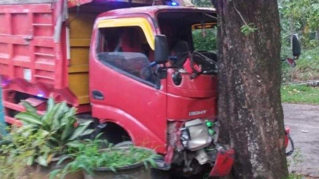 Viral Truk Oleng Sambar Sodrekers di Batang, 3 Bocah Luka