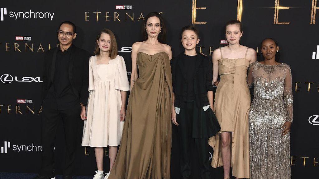 Putri Angelina Jolie Kenakan Dress Miliknya di The Eternals, Kode Apa?