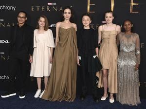 Deja Vu! Zahara Jolie-Pitt Pakai Gaun Oscar Bekas Ibunya di Premier Eternals