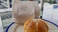 Eks Pegawai KPK Tata Khoiriyah Jual Garlic Bread, Begini Rasanya