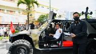 Jokowi Sapa Masyarakat Tarakan Pakai Rantis P6 ATAV V1