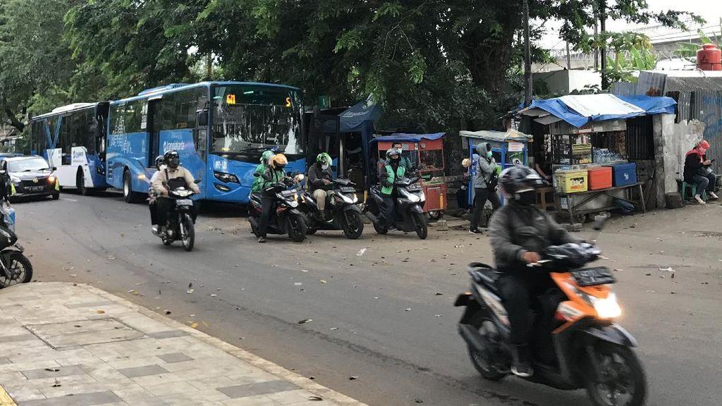 Ojol Keluhkan Titik Jemput Stasiun Manggarai: Terlalu Jauh dari Pintu Masuk